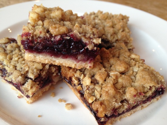 blackberry crumble bar