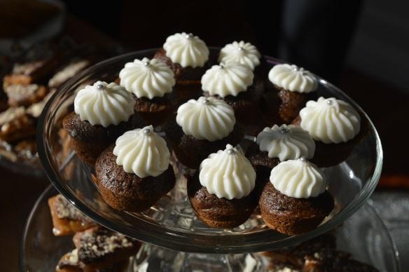 Mini gingerbread cupcakes