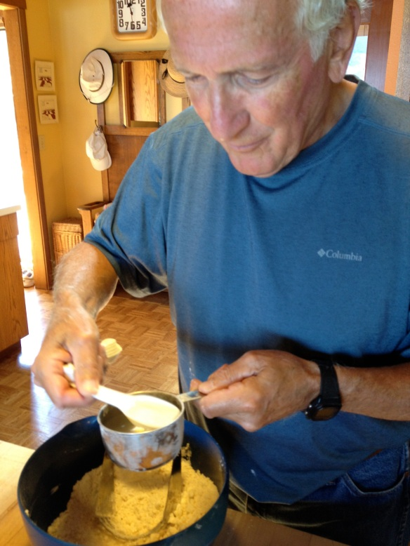 Dad prefers to mix his crust by hand. I like the ease of the food processor. (His crusts are usually flakier.)